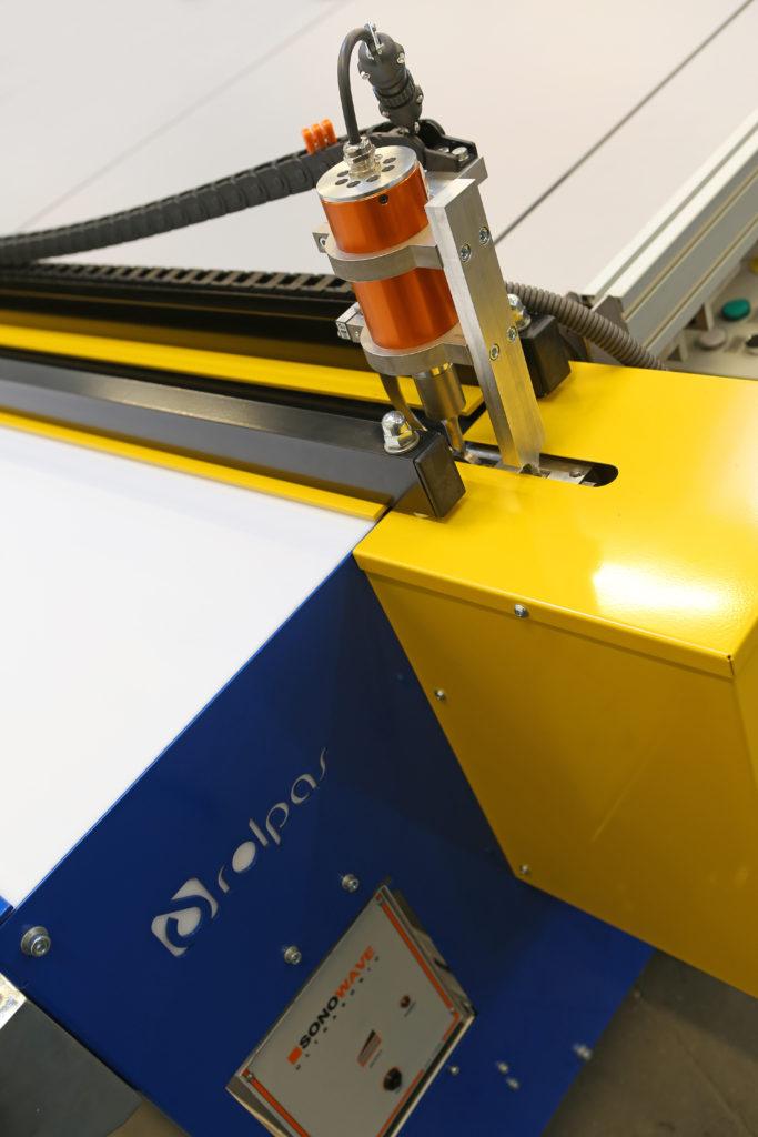 Stół do cięcia tkanin SRM nóż ultradźwiękowy